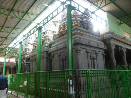 மயிலம் கோவில் பிரகாரம்