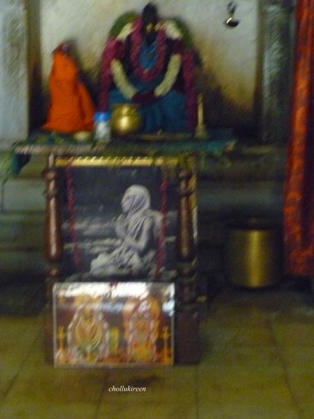 காமாக்ஷி அம்மனும்.மஹாப்பெரியவர் படமும்,அண்ணாமலையாரும்