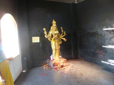 ராகுகால துர்கைக்கு விளக்கேற்றுமிடம்